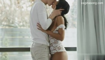 Hot asian darling mesmerizes with oral stimulation